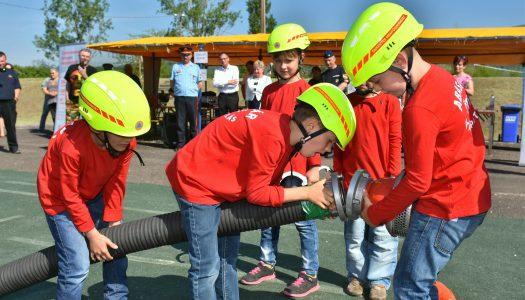 Cukiriadó Abasáron! Óvodások az önkéntes tűzoltók versenyén