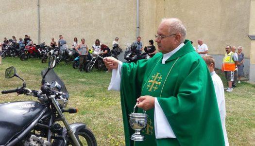 Megáldották a motorokat és a motorosokat Domoszlón