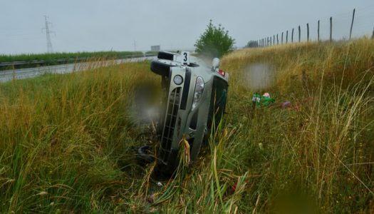 Felborult egy autó az M3-ason, Gyöngyös térségében