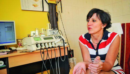 """""""Hét gyerek mellé már  orvosi diploma kell…"""" – Dr. Mangó Gabriella gyöngyösi háziorvos  az """"Év praxisa"""" díj győztesei között"""