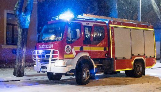 Tűzoltók segítettek a hóviharban